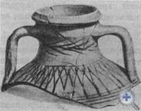 Античная посуда: верхняя часть кувшина VI—V вв. до н. э. и черно-лаковый кубок IV—III вв. до н. э. Евпаторийский государственный краеведческий музей.