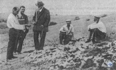 Д. И. Яворницкий во время раскопок на территории бывшей Запорожской Сечи. 1929 г.