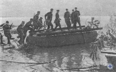 Форсирование Днепра советскими воинами в районе Днепропетровска. 1943 г.