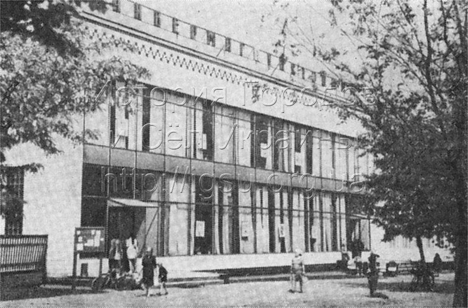 Универсальный магазин в Илларионове, 1975 г.