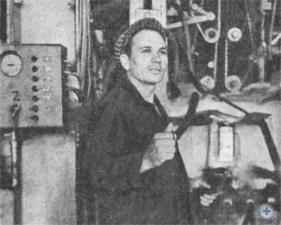 Герой Социалистического Труда А. К. Новиков — машинист Лисичанского стекольного завода. 1975 г.