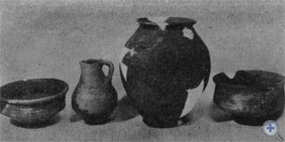 Глиняная посуда из поселений Черняховской культуры III—V вв. н. э., найденная возле сел Неслухова и Черепина на Львовщине в 1946, 1955—1956 гг.