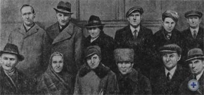Делегация трудящихся Западной Украины перед отъездом в Киев на празднование 22-й годовщины Великой Октябрьской социалистической революции. Ноябрь 1939 г.