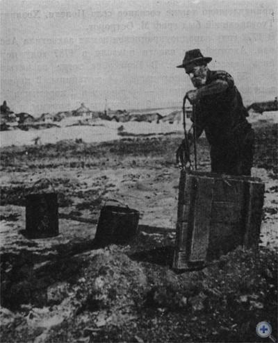 Колодезный способ добычи нефти, которым пользовались нефтяники Борислава в 80-х гг. XIX в.