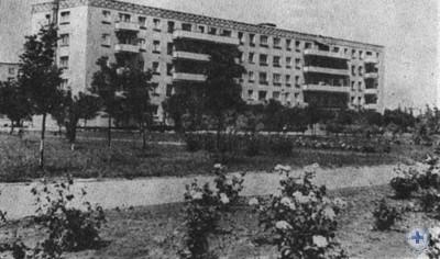 Один из новых жилых домов в Снигиревке. 1980 г.