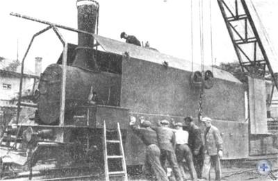 Рабочие завода им. Январского восстания готовят бронепоезд к отправке на фронт. 1941 г.