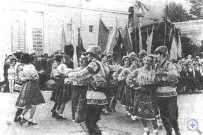 Выступление одного из танцевальных коллективов в дни Молдавской ССР на Украине. Одесса, 1972 г.