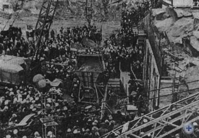 Закладка первого кубометра бетона в основание машинного зала второй очереди Днепрогэса им. В. И. Ленина. Запорожье, 22 апреля 1972 года.